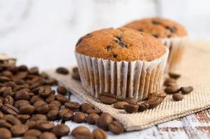 banaan cupcakes gemengd met chocoladeschilfers en koffiebonen