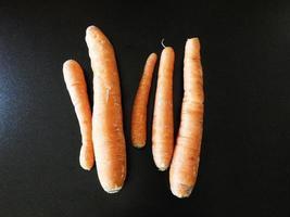 wortelen op het aanrecht