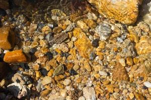 kleurrijke keien onder water voor achtergrond