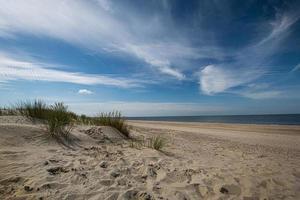 zonnige dag op het strand foto