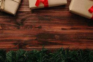 kerstdecor op houten tafel foto