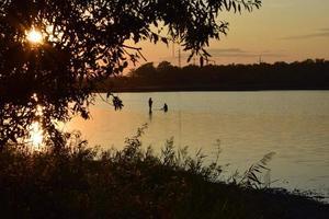 zonsondergang aan het meer