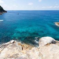 de zee bij Koh Ta Chai in Thailand foto