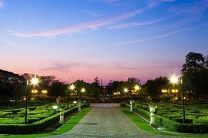 park bij zonsondergang foto