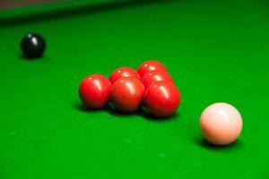 snookerballen op tafel foto