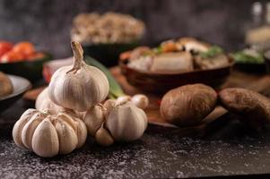 knoflook en shiitake-paddenstoelen foto