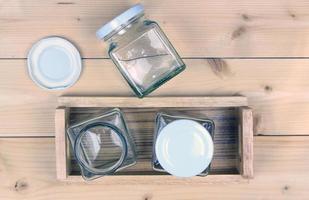 glazen pot en dienblad