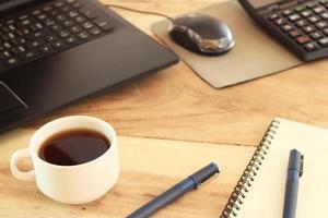bureau met koffie