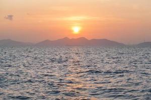 zonsopgang aan zee