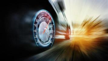 snelheidsovertredingen auto en snelheidsmeter foto