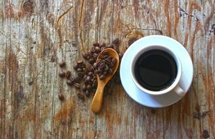 bovenaanzicht van koffie en bonen