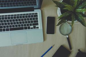 laptop op een bureau