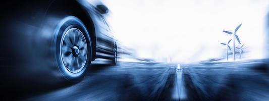 zwart-wit snel rijdende auto foto