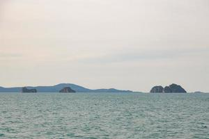 klein eiland in de golf van thailand foto