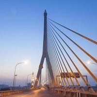 rama viii-brug in bangkok bij zonsopgang