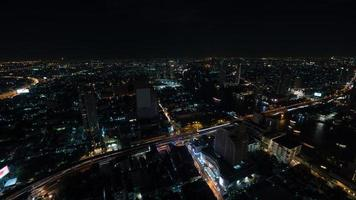 bangkok, thailand, 2020 - luchtfoto van bangkok 's nachts foto