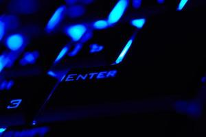 blauwe enter-toets