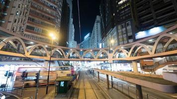 hong kong, 2020 - verlichte straat van hong kong foto