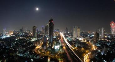 bangkok, thailand, 2020 - panorama van bangkok 's nachts foto