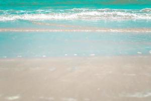 turquoise strandgolven foto
