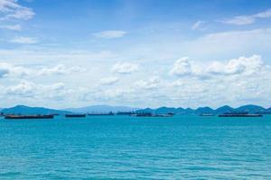 vrachtschepen op zee foto