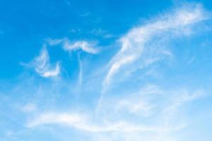 wolken in de lucht foto