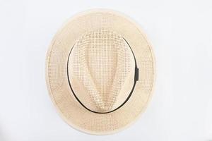 bovenaanzicht van strooien hoed geïsoleerd op een witte achtergrond