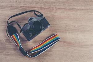 vintage camera op een vintage houten plank achtergrond