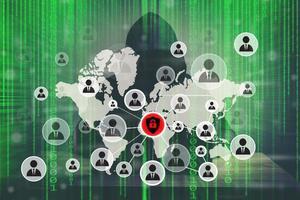 jonge hacker die hard werkt aan het oplossen van online wachtwoordcodes foto
