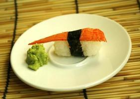 sashimi op een bord