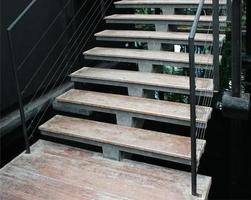 oude houten trap foto