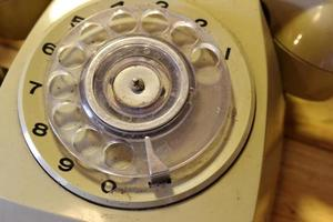 oude roterende telefoon foto