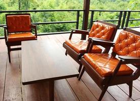 buiten zitplaatsen en tafel