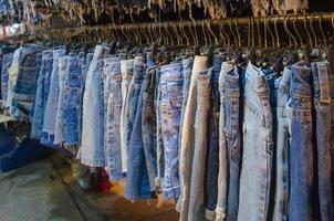 jean shorts hangen
