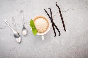 vanille-ijs smaak in kom foto