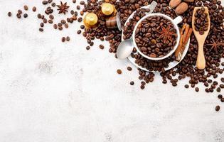 achtergrond van donkere gebrande koffiebonen