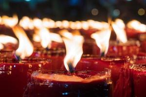 vlammen van de kaarsen foto