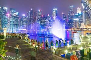mensen in de stad Singapore foto
