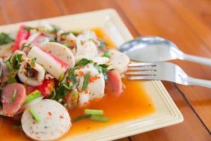 Thaise gemengde pittige salade foto