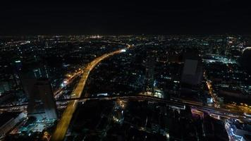 bangkok, thailand, 2020 - luchtfoto van de stad 's nachts foto