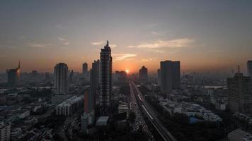 bangkok, thailand, 2020 - stadsgezicht van bangkok bij zonsondergang foto