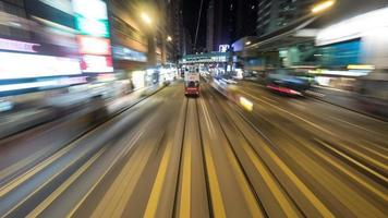 hong kong, 2020 - dubbeldekkerbus op de weg foto