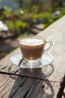 koffie op houten terras