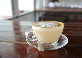 latte in helder glas foto