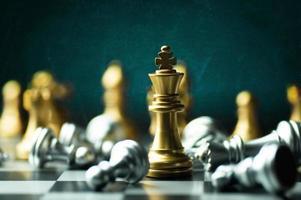 gouden koning schaakstuk foto