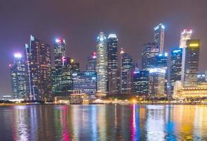 wolkenkrabbergebouwen in de stad van Singapore foto