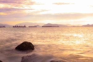 strand in de ochtend foto