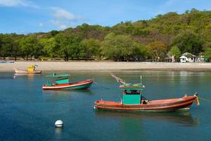 kleine vissersboten in Thailand foto