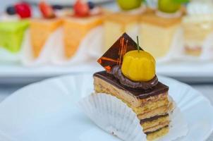 taart op tafel foto