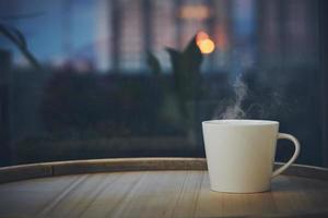 kopje koffie 's nachts foto